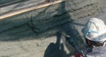 壁面への断面修復工(吹付工)