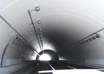 新東名高速道路(静岡県)葛山トンネル 繊維シート剥落防止